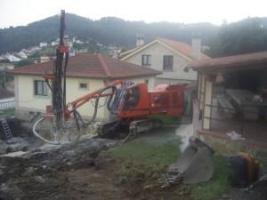 Perforación para uso de cemento expansivo